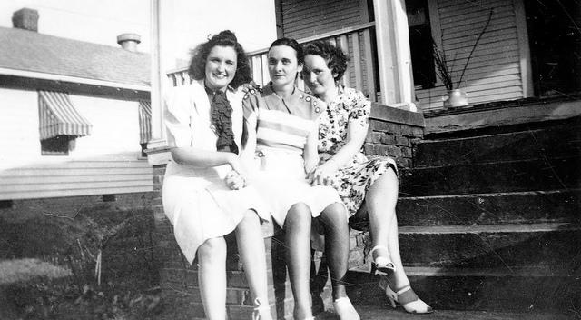 photo 3 women writing a memoir source material